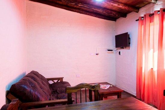 Cabanas El Remanso: Sofa cama y TV