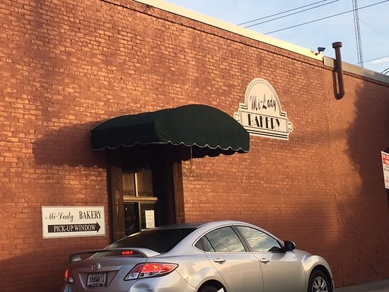 Mi-Lady Bakery: They do have a drive in