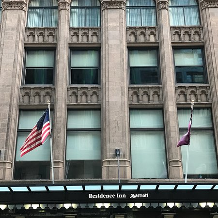 Residence Inn Chicago Downtown/Loop: Stayed at this hotel within walking distance to CIBC Theatre for Hamilton!