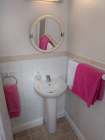 Rathgar, Ireland: clean & functional - plenty of clean towels