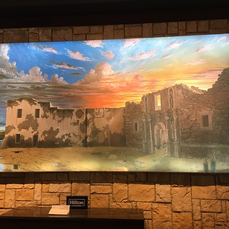 Emily Morgan Hotel - A DoubleTree by Hilton: Beautiful painting at check in!!!