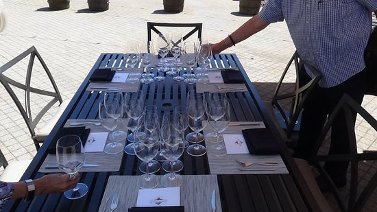 Kendall-Jackson Wine Estate & Gardens: Setting up for six.