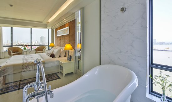 Brilliant Hotel: Junior Suite River View (double) - Bathroom