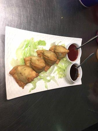 Kilcoy Spicy Bites: Delicious Samosas