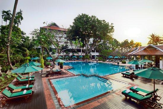 Anantara Riverside Bangkok Resort: Outdoor pool