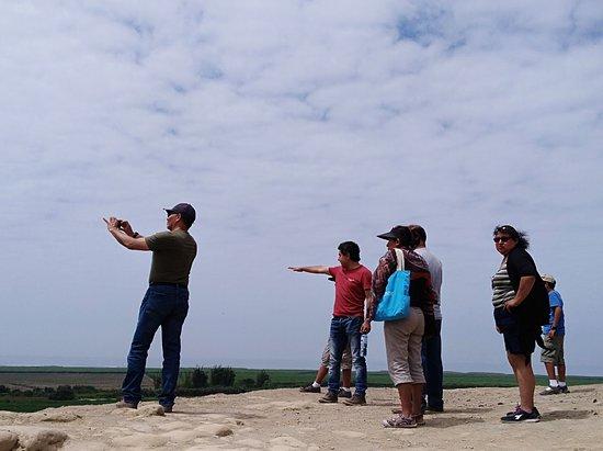 Paramonga, Perù: Vistas Impresionantes de arqueología, mar, río, verde y desierto, todo en un solo lugar