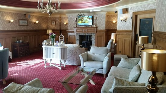 Great location, rooms, breakfast and bar!