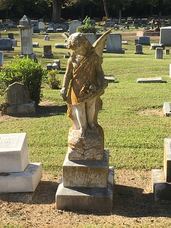 Yazoo City, MS: statue of angel - Glenwood cemetery