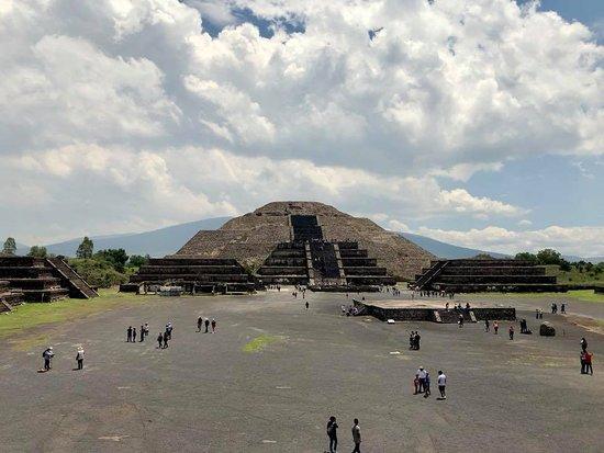 墨西哥城超级节省:Teotihuacan,Tlatelolco和Guadalupe Shrine Plus Xochimilco和Frida Kahlo照片