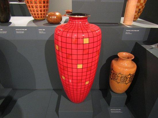 Figge Art Museum: The vase