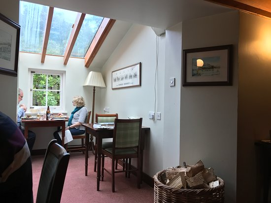 Strachur, UK: light and airy in rear