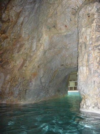 Cave Bath of Miskolctapolca: И плыть по голубой реке...