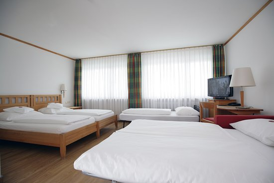 Bad Boll, Germany: Fünfbettzimmer