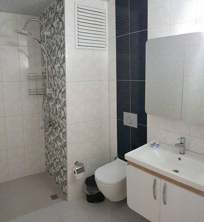 Sezgin Hotel B&B: Deluxe room (Bathroom)