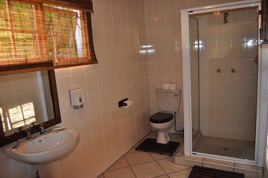 Farquhar Lodge B&B: Luxury room shower