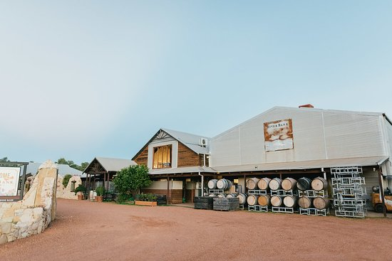 RiverBank Estate Winery: Front of Restaurant