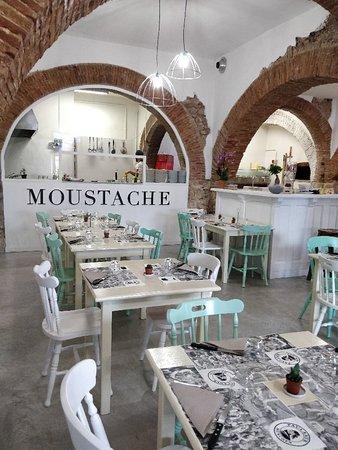 Fornelli, Italy: Moustache