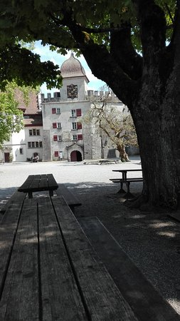 Wildegg, Schweiz: Schlossgarten des Schloss Lenzburg