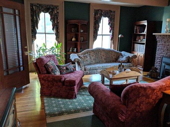 Grape Arbor Bed and Breakfast: IMG_20180629_073322_large.jpg