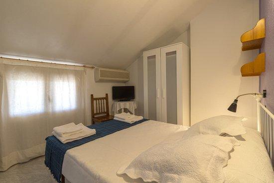 Hostal Arribes Del Duero: Habitación cama de matrimonio