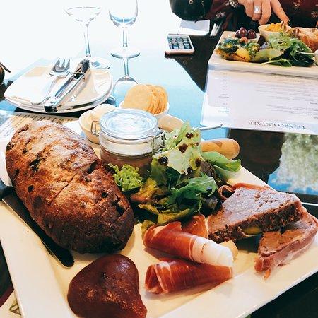 巴罗莎山谷的巴罗莎谷景点包括葡萄酒和奶酪品尝照片