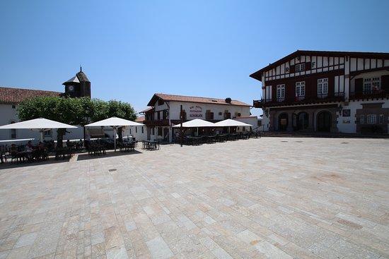 Elissaldia: place du village