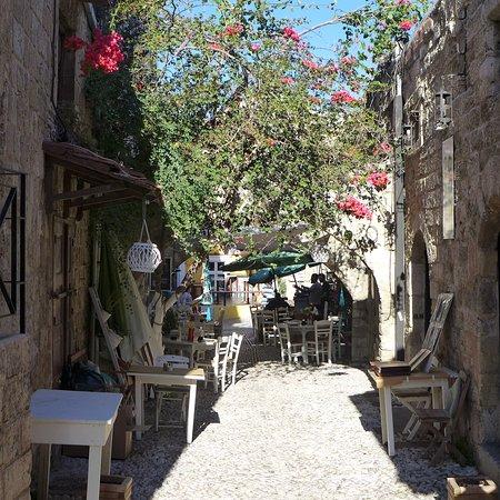 Merveilleux Medieval City: Rhôdes   Ville Médiévale Ruelles