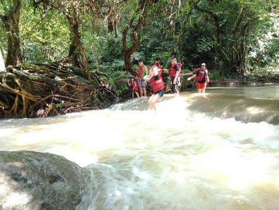 Citumang River照片