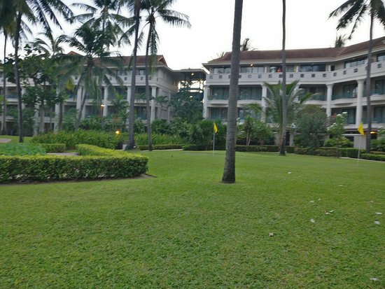 Centara Grand Beach Resort Samui: View of the Hotel from the grounds