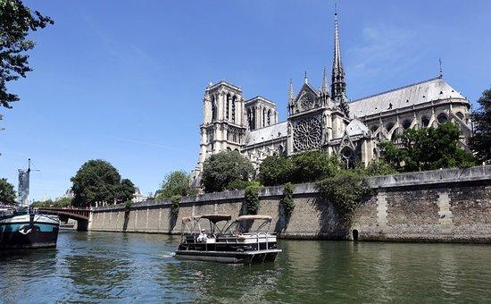 Boulogne-Billancourt, France: vue de notre dame