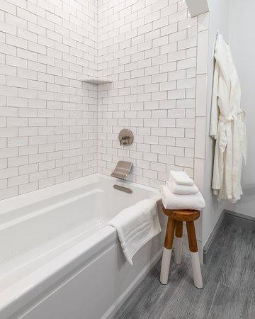 The Whaler's Inn: Spacious Hoxie House bathrooms feature air-jet soaking tubs.