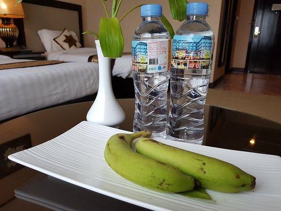 水とバナナ
