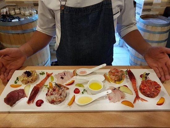 Sciuri e Fava Winebar e Cucina: Degustazione dei nostri crudi di mare in taglio Sashimi e le nostre tartare condite