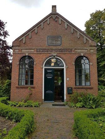Pieterburen, Nederland: oude zondagsschool omgetoverd tot theehuisje