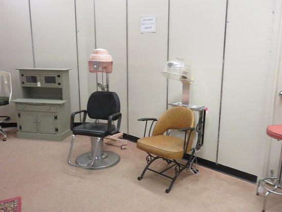 Phillipsburg, Нью-Джерси: Salon chairs! This took me back!