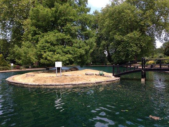 Stoke Park: Model boating lake