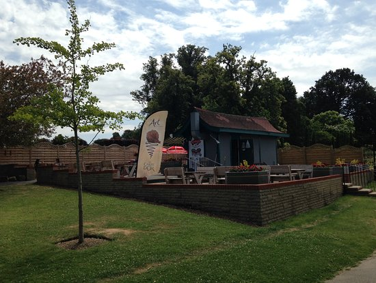 Stoke Park: Cafe in park