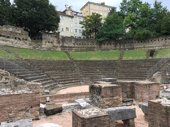 Transferencia entre Venecia y Piran (Eslovenia): Teatro Romano