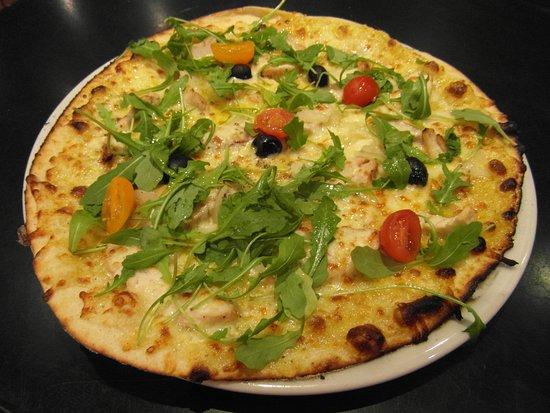 Le Cagliari: Une de nos pizzas cuites au four à bois