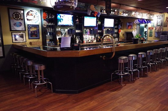 Houlton, ME: Enjoy the tasty food at the downunder Sports Pub located at the Shiretown Inn & Suites