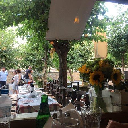 Elaea mezedadiko atene thissio makriyanni ristorante for Ristoranti ad atene