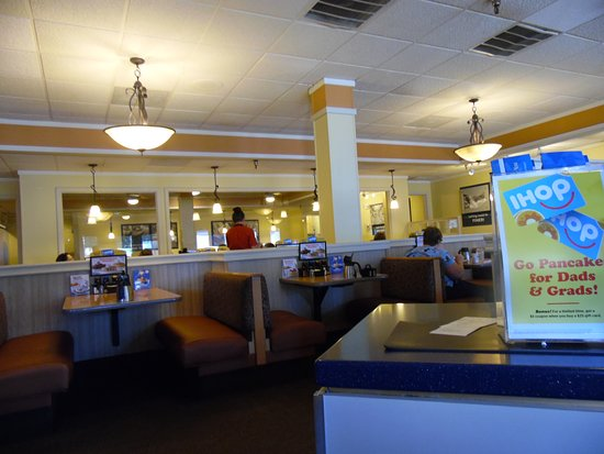 IHOP: SEATING