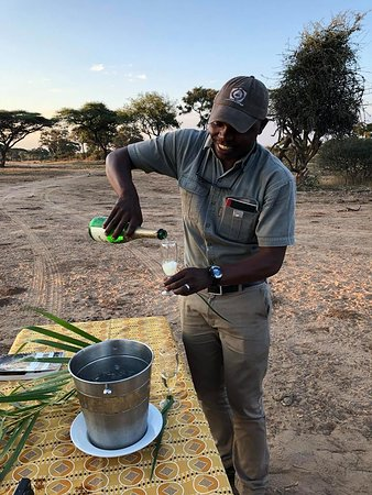 Elephant Valley Lodge: Serving us bubbly in the bush for our 25th anniversary