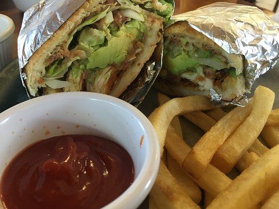 Oakdale, Californien: Torta served with fries