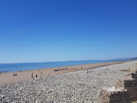 Llwyngwril, UK: view of Fairbourne beach