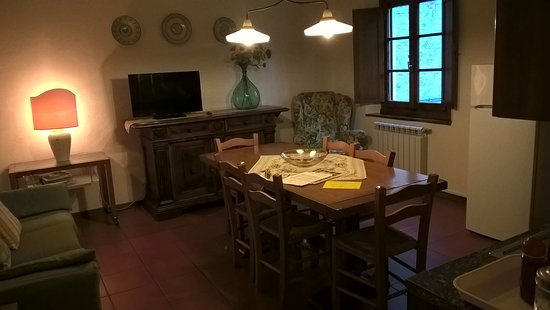 بورجو سان بينيديتو: Soggiorno-cucina