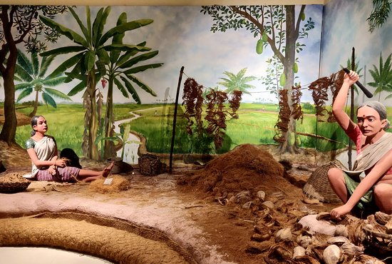 International Coir Museum: Dummies making coir