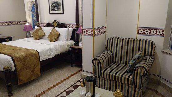 Umaid Bhawan Heritage House Hotel: Con un pequeño living
