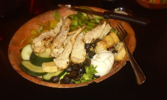 Depew, NY: salad with grilled chicken