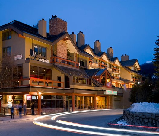 Whistler Village Inn + Suites: Whistler Village Inn and Suites Night Time